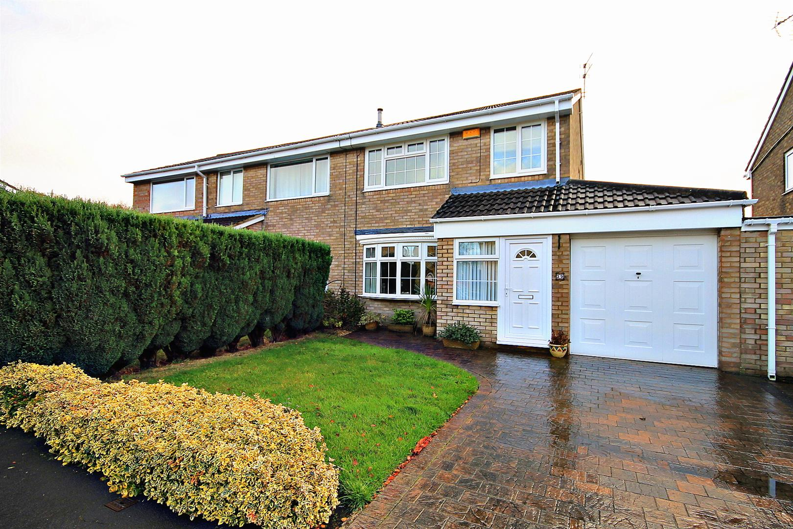3 Bedrooms Semi Detached House for sale in Millford Way, Bowburn, Durham